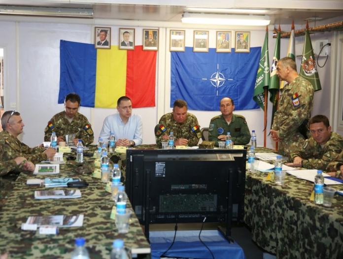 Mihai Fifor, însoțit de șeful Statului Major al Apărării, generalul Nicolae Ciucă