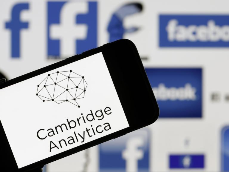 Scandalul Cambridge Analytica: 2,7 milioane de conturi de Facebook, accesate ilegal în Europa