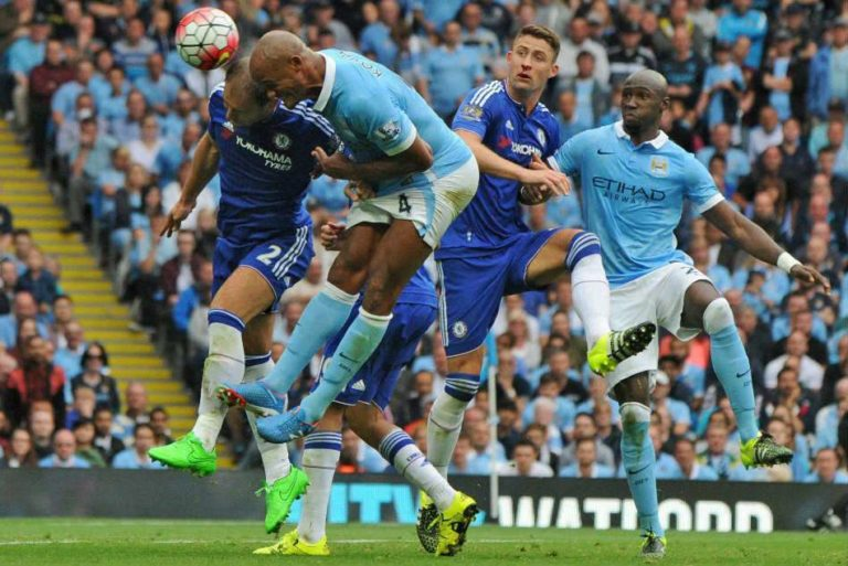""""""" Cetatenii"""" din Manchester încing Chelsea cu o dubla a lui Aguero"""