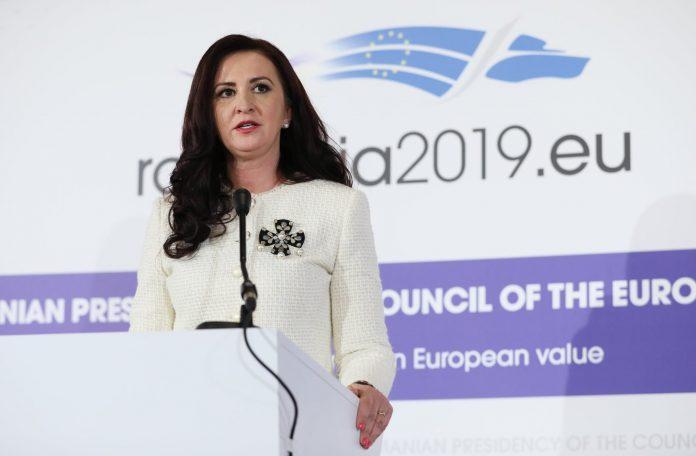 Ministrul Natalia Intotero
