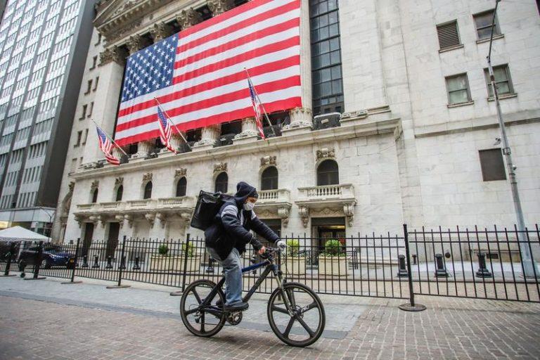 Forbes: Economia americană a înregistrat o revenire economică destul de solidă, iar piața bursieră continua să crească pe seama veștilor bune din economie.