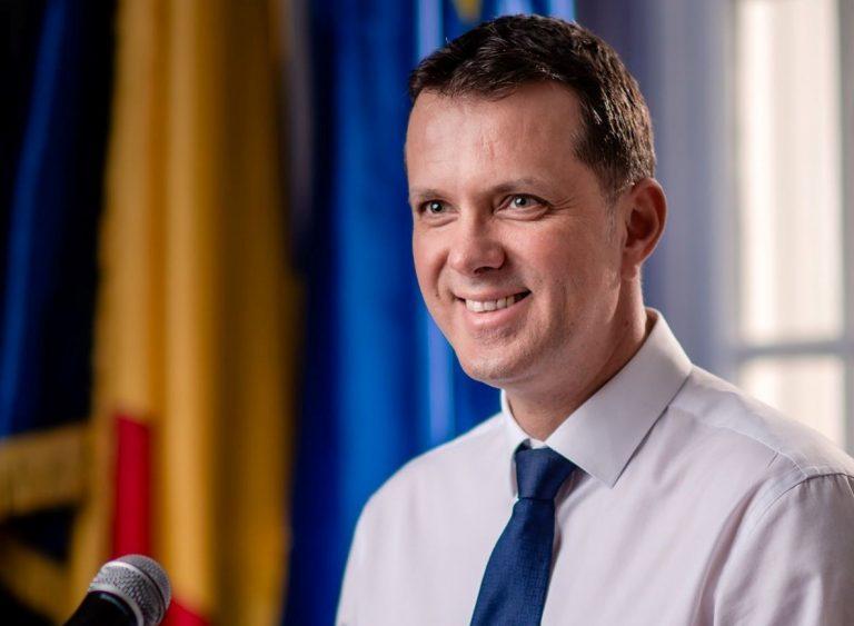 USR: 'Crizatorii' sunt Florin Cîţu, echipa câştigătoare şi preşedintele Klaus Iohannis