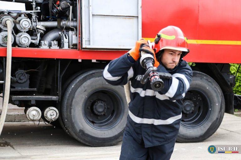 ULTIMĂ ORĂ/ Incendiu de vegetație în Giurgiu. Focul arde pe aproape trei hectare