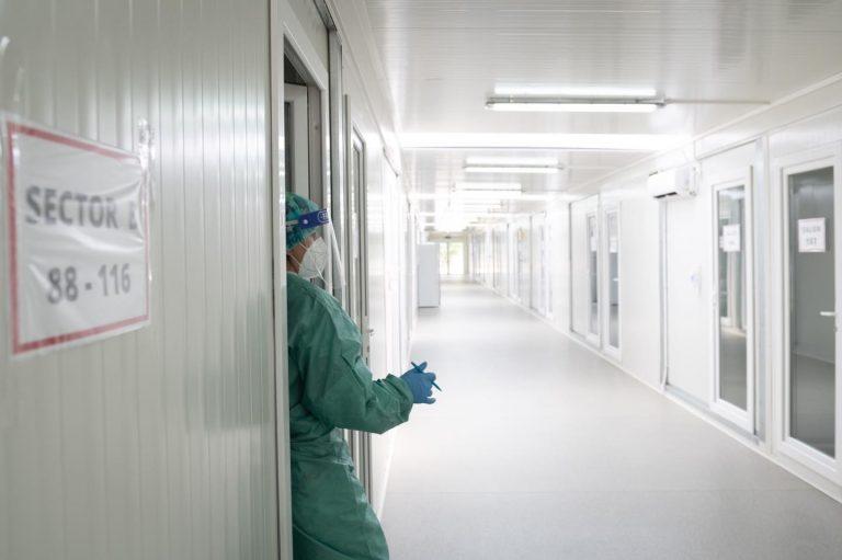 Ministerul Sănătății: Părinții bolnavi de COVID-19, internați în spitalele unde sunt tratați și copiii lor