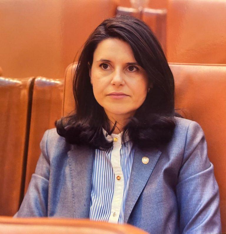 Parlamentarul Ana-Loredana Predescu: Atenție! Recomandarea vaccinului la copii NU înseamnă autorizare