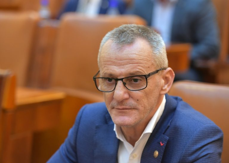 """Folescu(PSD), după ce Cîțu a anunțat că """"lucrurile arată bine"""": OPERAȚIA, REUȘITĂ! ȚARA, LA PĂMÂNT!"""